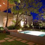 15 piscinas perfeitas para quintais não muito grandes